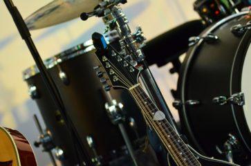 エレキギターとドラムの違い