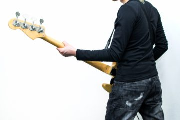 ギタリストはベースも弾けるのか